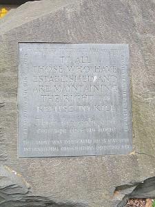 450px-Conscientious_Objector_memorial,_Tavistock_Sq_Gardens